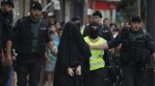 Spanish police arrest an 18-year-old Moroccan woman suspected of recruiting other women via the Internet to the jihadist group Islamic State (IS), in Gandia on September 5, 2015. She was the latest in a series of suspected IS sympathisers detained in Spain since last year over security fears. AFP PHOTO/ JOSE JORDAN