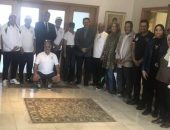 سفير مصر بسلطنة عُمان يستقبل أعضاء البعثة المصرية لرواد التنس
