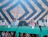 الدكتورة أميمه عباس وكيلة وزارةالصحة بالفيوم ورئيس مدينة ابشواي يكرمان ابطال الجيش الأبيض خلال التصدي لجائحة كورونا.