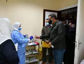 """محافظ الفيوم يشهد فعاليات تلقي لقاح """"كورونا"""" للأطقم الطبية بمستشفى العزل"""