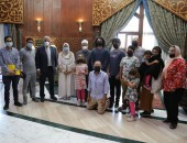 """مدرسة الإمام الطيب تؤتي ثمارها … *قصة عائلة أمريكية جاءت إلى مصر للدراسة في مدرسة """"الإمام الطيب"""""""