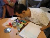 الدكتور الأزهري رضا فضل.. قصة فنان تشكيلي بدأت من إعاقة اليدين