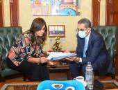 """وزيرة الهجرة ومحافظ الغربية يبحثان التعاون لمواصلة تنفيذ مبادرة """"مراكب النجاة"""""""