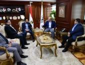 محافظ بني سويف يستقبل وزير الشباب والرياضة قبل بدء الوزير جولته بالمحافظة .